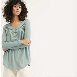 We The Free Must Have Henley Tee Sicilian Green